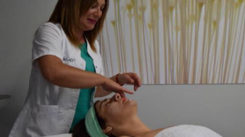 ¿Sabes hacer tu rutina de limpieza e hidratación facial correctamente?